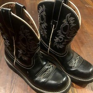 Ariat Black w white stitch short boots